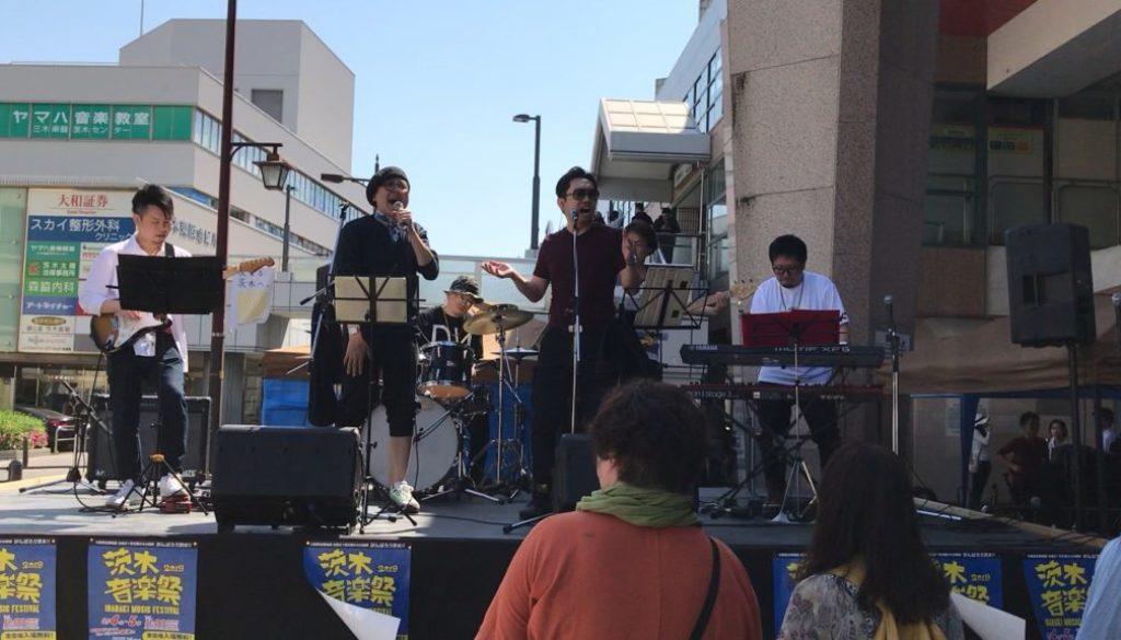 フェイスゴスペル代表Katsu先生が茨木ジャズストリートに出演した時のステージ写真