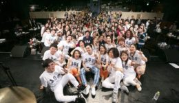 フェイスゴスペル代表Katsu Shijimaがマスターのゴスペルグループ「Jacoo Gospel Singers」ビルボードライブ大阪でのライブ後集合写真