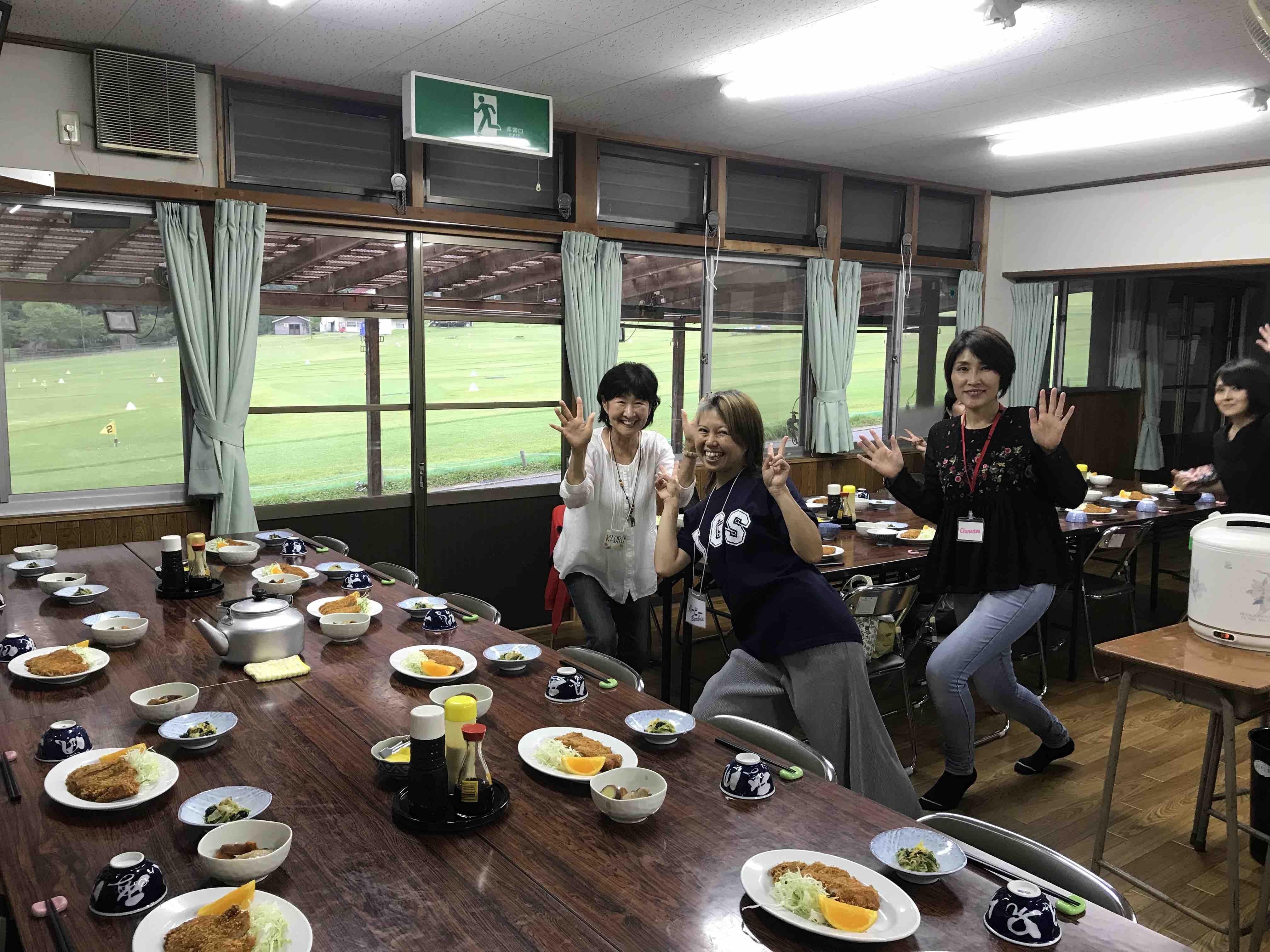 フェイスゴスペル夏の合宿/夕食はトンカツ!