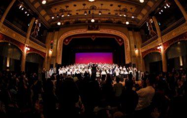 大阪市中央公会堂で行われたフェイスゴスペルのクリスマスコンサートの舞台写真