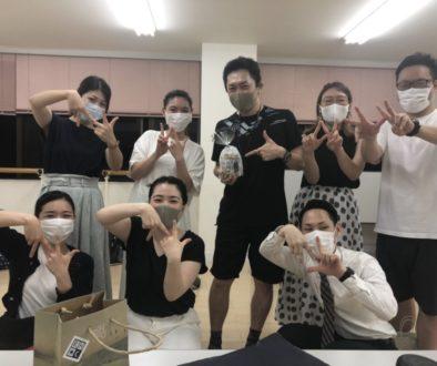 フェイスゴスペル難波(なんば)レッスン会場でKatsu先生のお誕生日で一緒に写真をとる